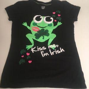 Kiss Me I'm Irish Black Tee / Green Frog Kiss Me